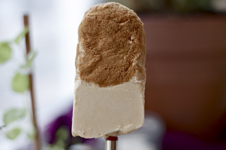 Credits: http://mynameisyeh.com/mynameisyeh/nameisyeh.com/2012/02/speculoos-popsicles.html