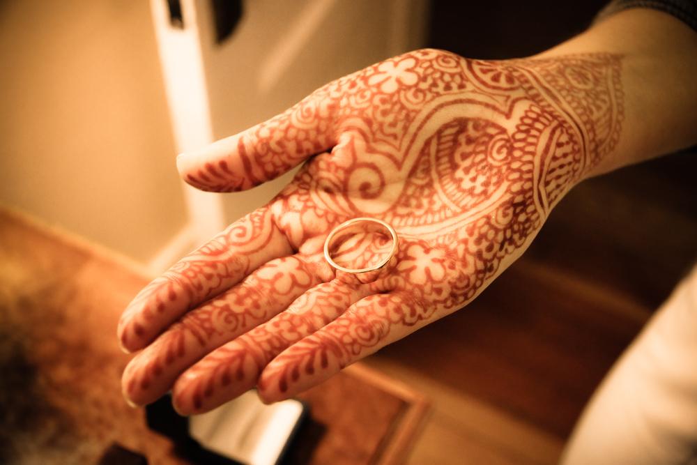 holding-his-wedding-ring_4653509031_o.jpg