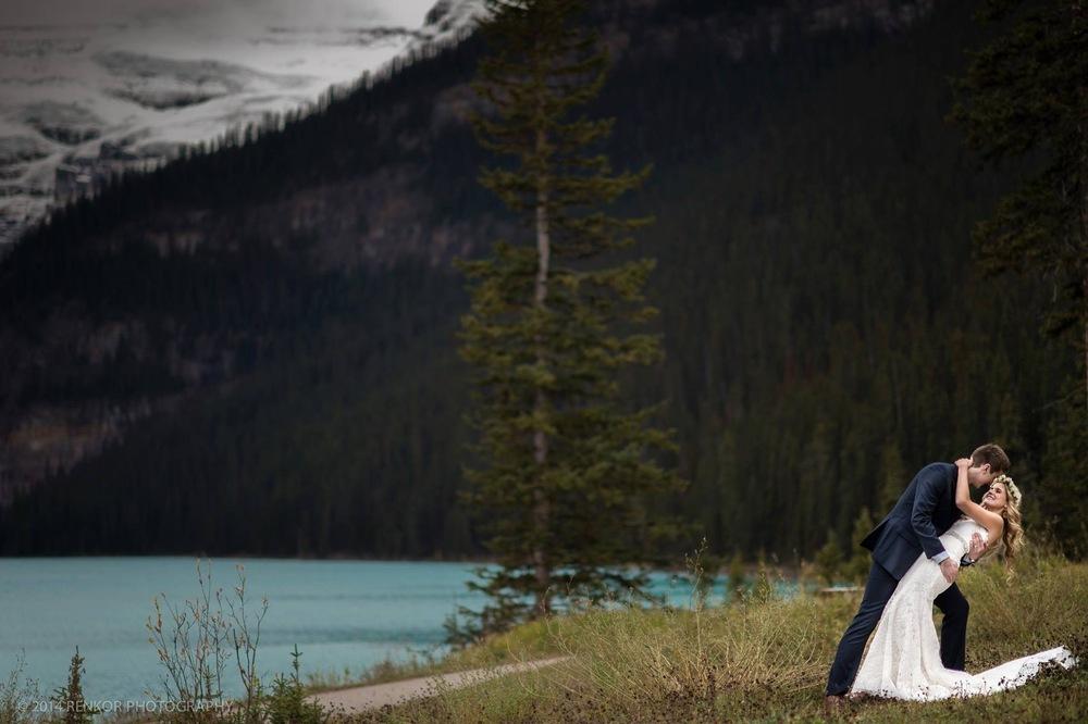 Wedding gown: Romona Keveza - Veil: Toni Federici - Belt: Bling! - Photography: Renkor Photography