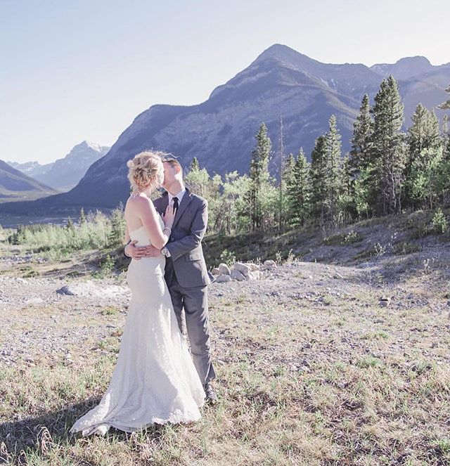 Beautiful photograph featured in @rockymtnbride blog today! Photograph by @nicole.fieldphotography & wedding gown by @legendsromonakeveza 💕💗 #wedding #bride #photography #romonakeveza #beautiful #yyc #calgary #rockymountains #mountains #nature #kiss #style #fashion #instagood #igers #nyc #summer #inspiration #engaged #weddinginspiration #canadianrockies #like #follow #romantic