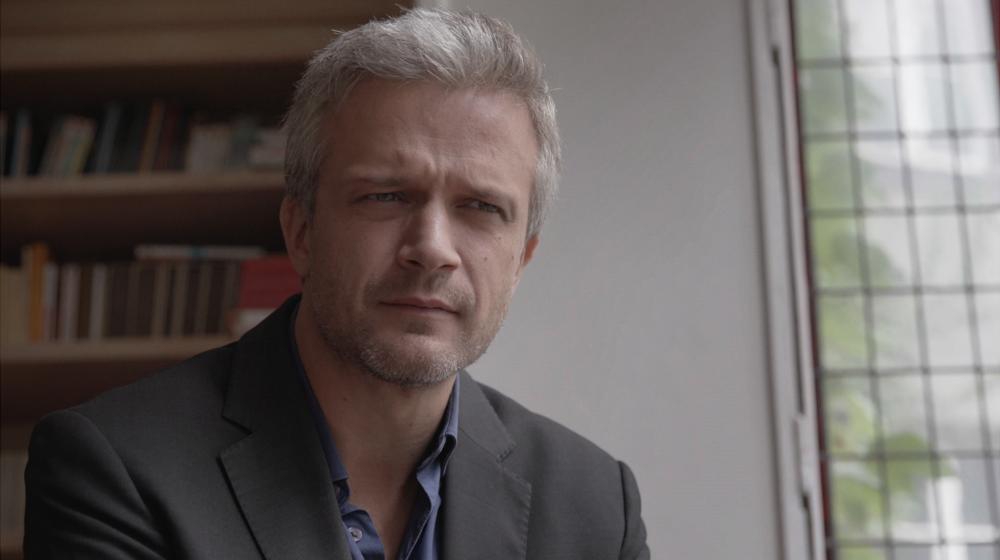 CHARLES ( Valéry Schatz )Jeanne's ex-boyfriend , a parisian psychiatrist