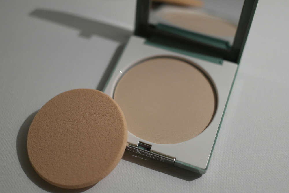 Clinique Stay-Matte Sheer Pressed Powder Oil-Free Page by Paige 1.JPG