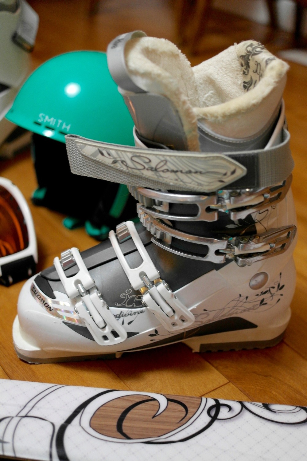 Salomon ski boots womens.jpg