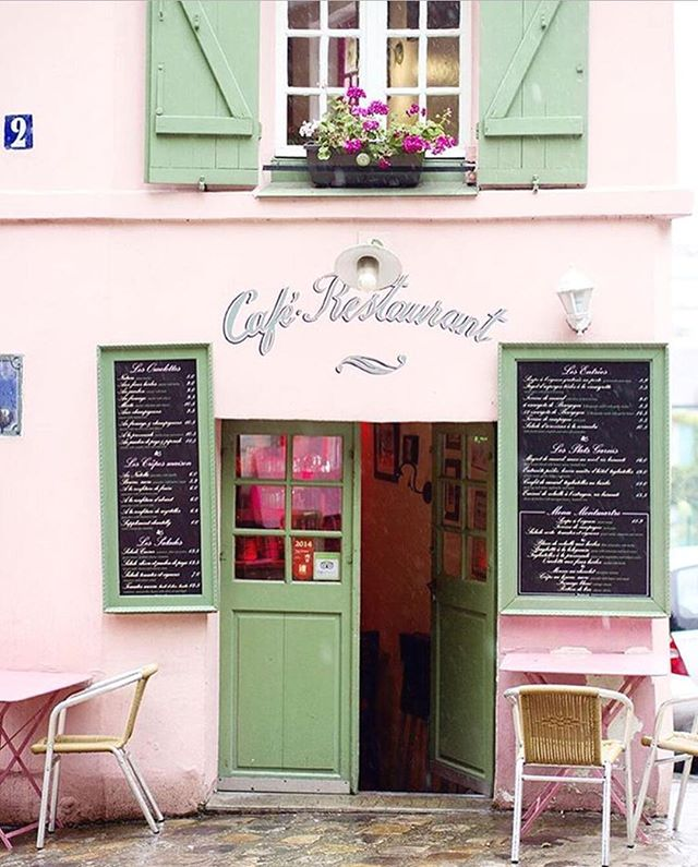 Currently searching out conferences & workshops in Europe for the rest of 2017 to meet fellow amazing entrepreneur gals! I could totally go for a stop by this cafe in Paris! ... Wonder if I can find a conference there as an excuse to visit? Do you have a conference rec? Let me know! I'm making my list now. 📝 Location doesn't NEED to be Paris, but bonus points if it is! 📷 @theeverygirl_