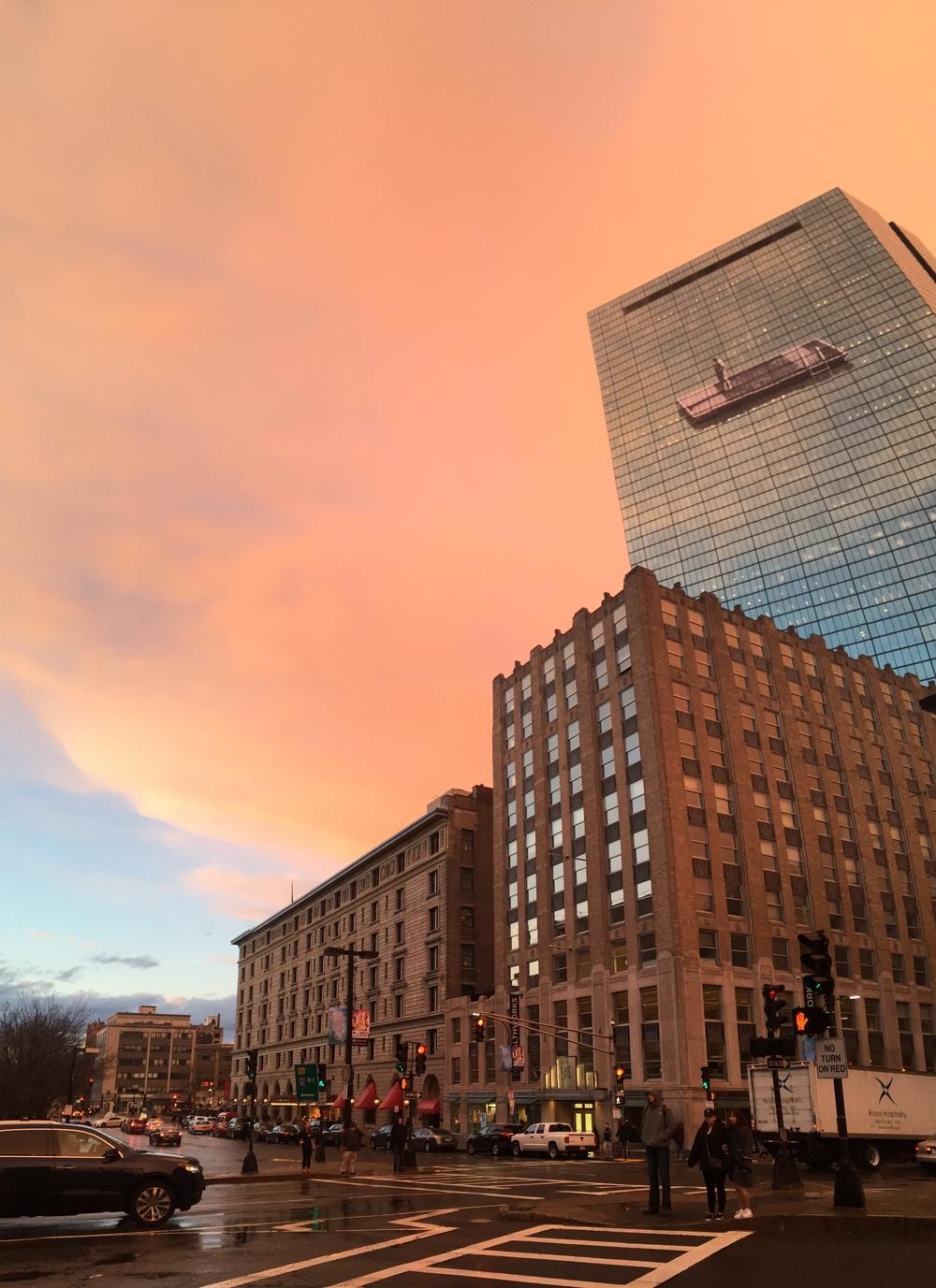 下著雨的波士頓是粉紅色的天