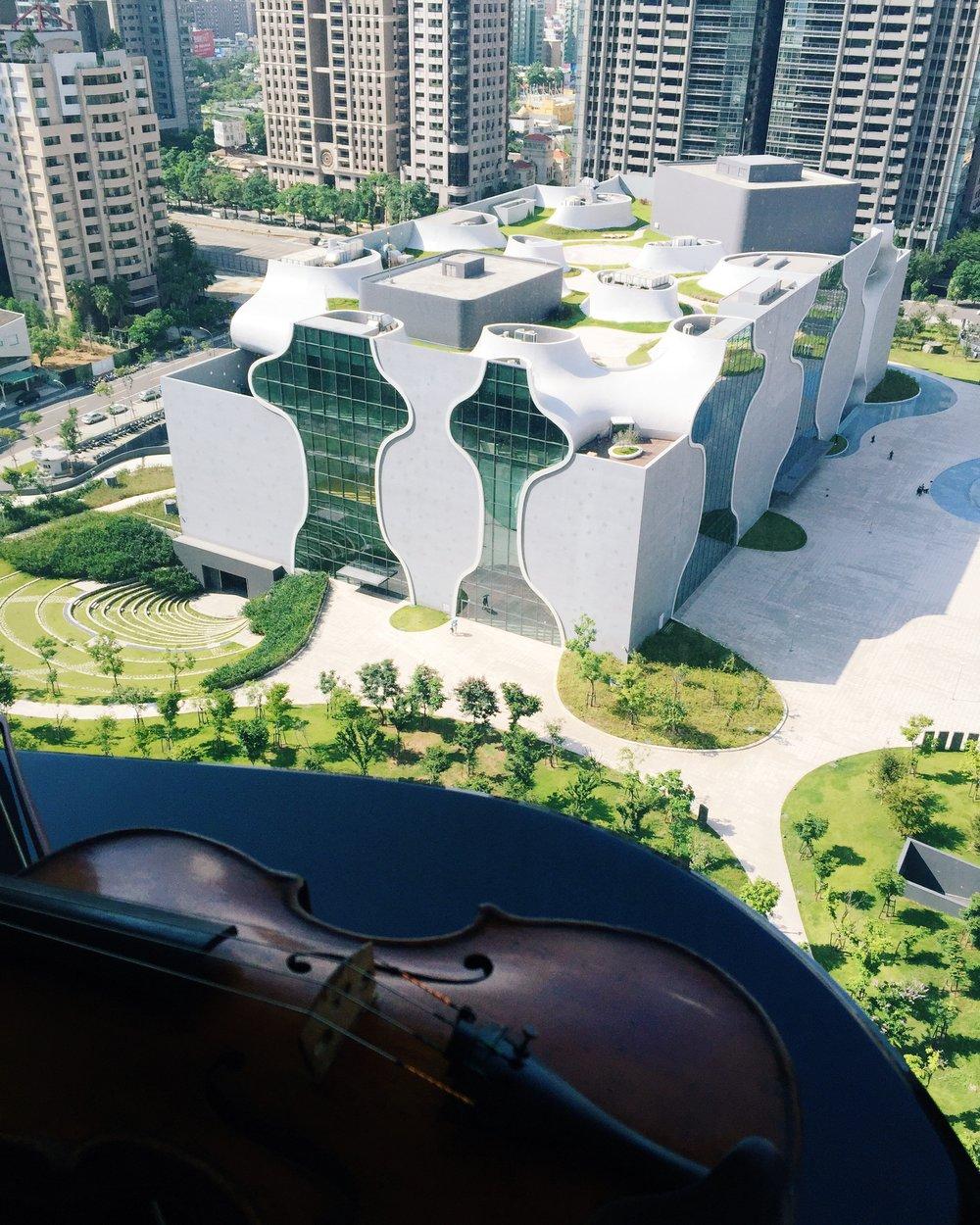 (台中國家歌劇院從營造到運行,一舉一動都在全國人民格外銳利的注目下)