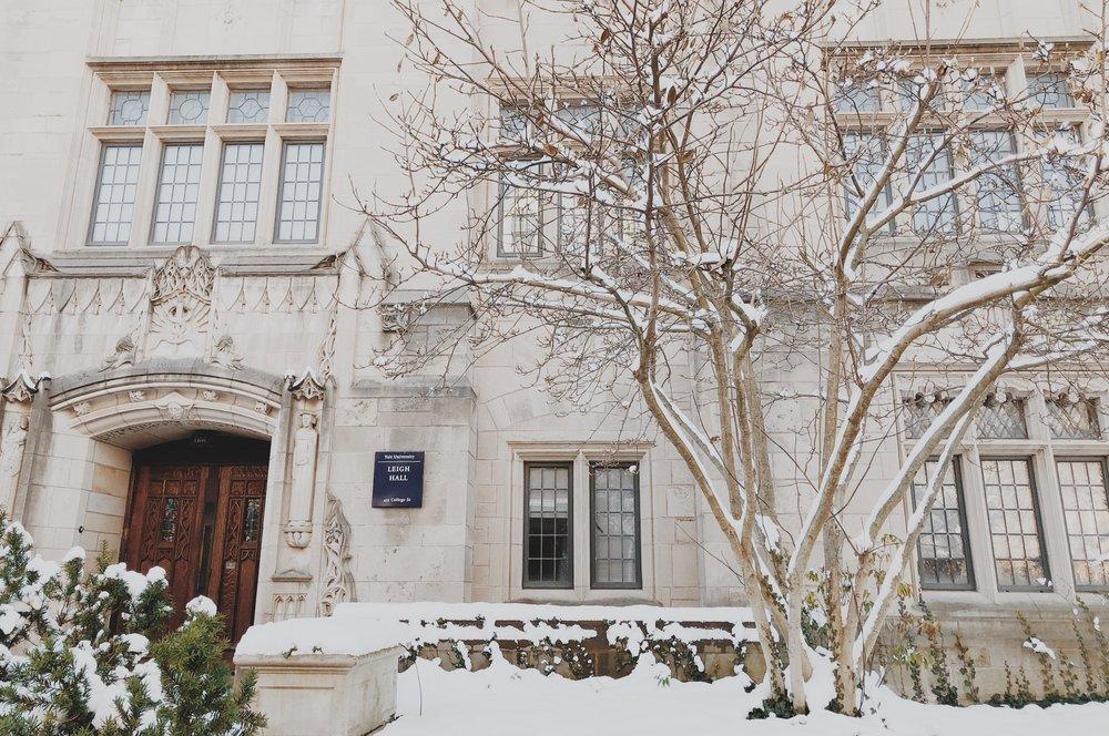 初雪後的音樂院 Leigh Hall 門口