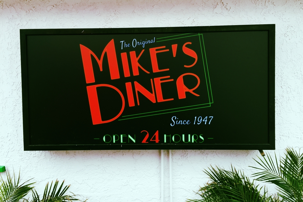 MikesDinerCastaic_IlluminatedSigns_PremiumSignSolutions