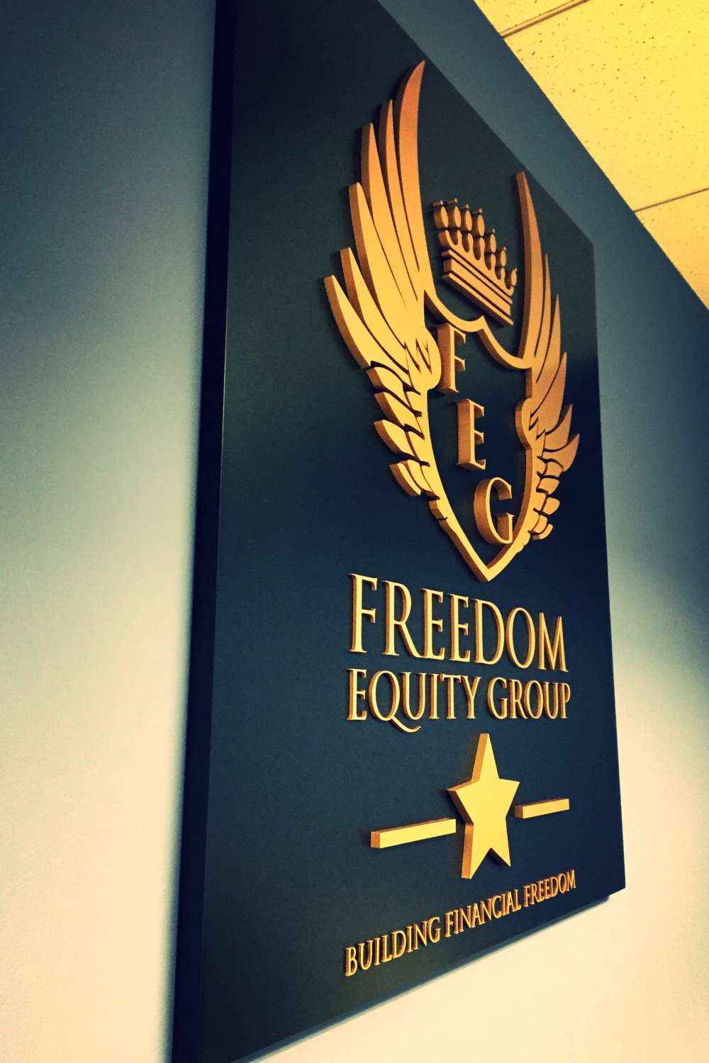 FreedomEquityGroup_WoodlandHills_LobbySign_PremiumSignSolutions