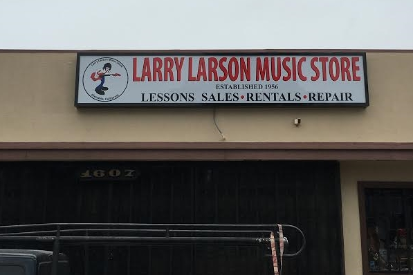 LarryLarsonMusicStore_Glendale_Lightbox_BusinessSign_PremiumSignSolutions