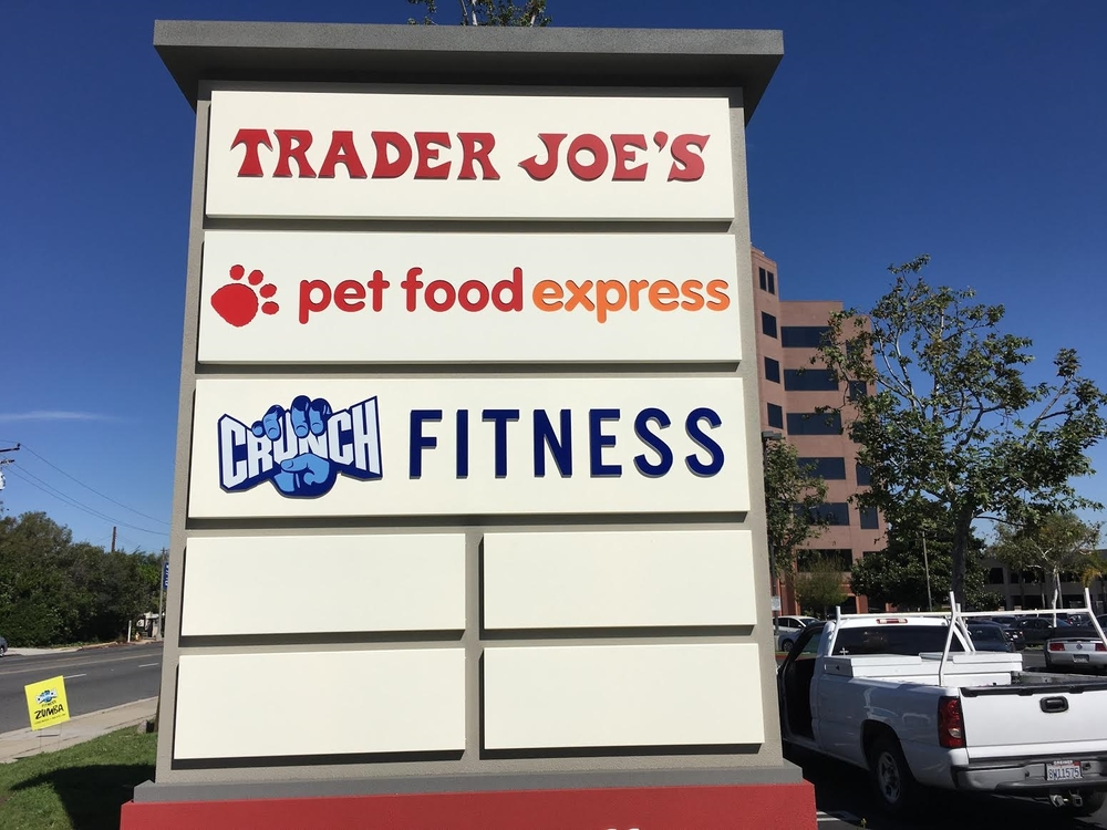 CrunchFitnessLongBeach_MonumentSign_BusinessSign_PremiumSignSolutions