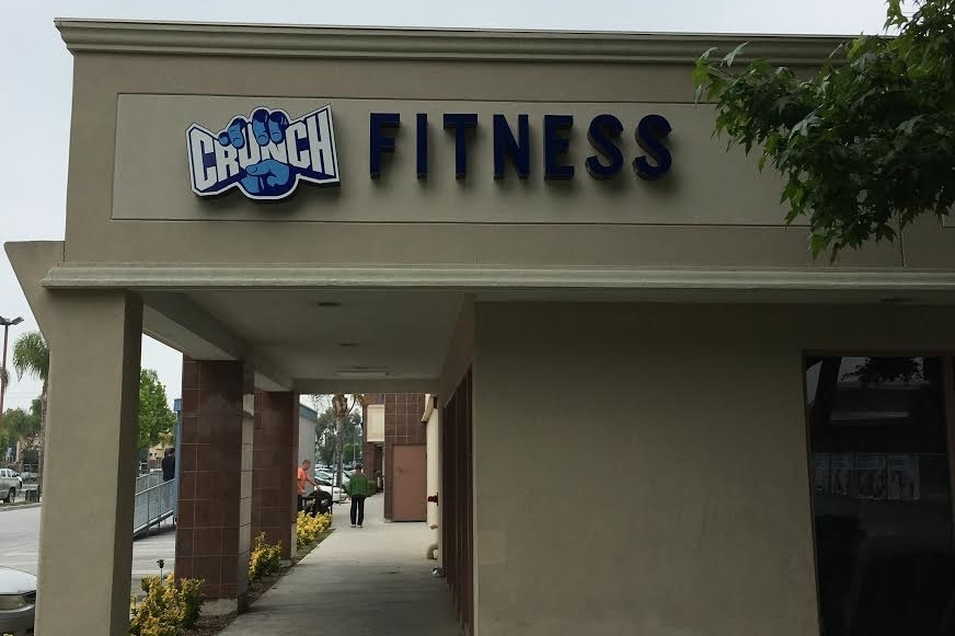 CrunchFitnessCerritos_WallSign_LightupSign_PremiumSignSolutions