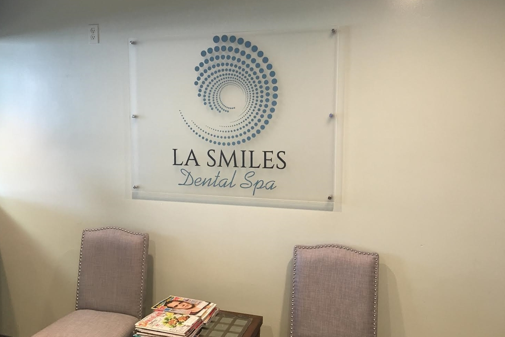LAsmilesDental_lobbysign_businesssign_premiumsignsolutions_beverlyhills