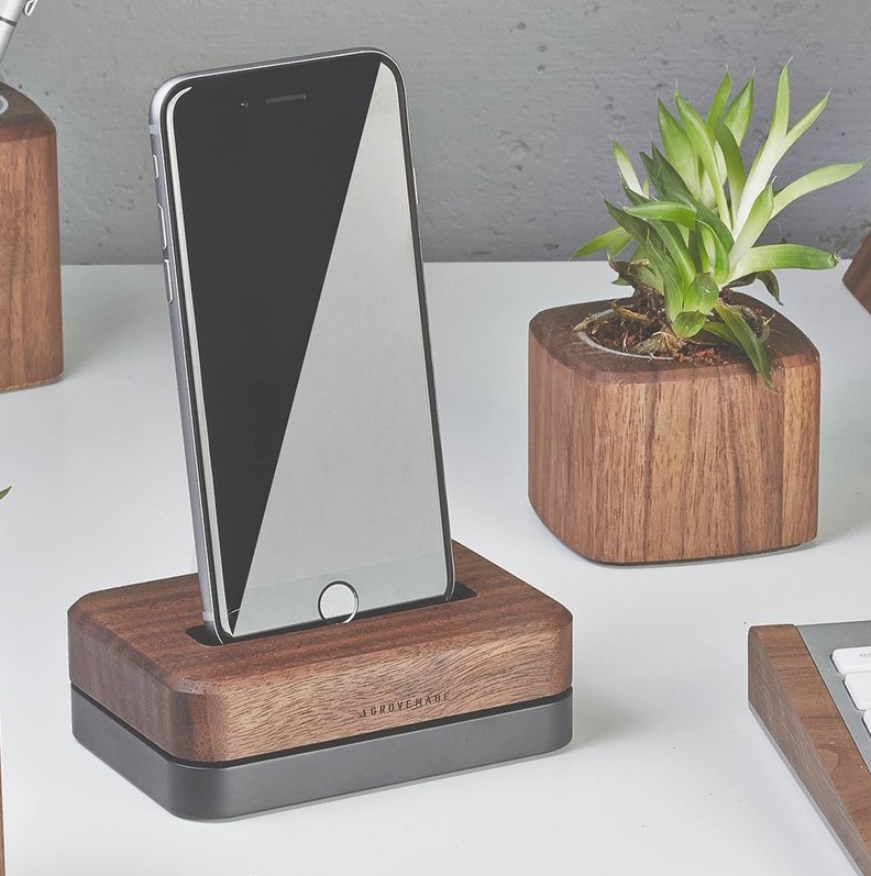 grovemade-walnut-iphone-6-dock-galb-A1_1200x1200_90.jpg