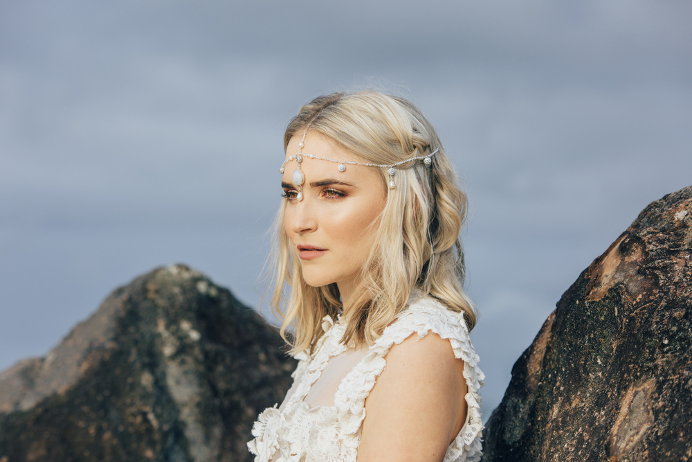 Komorebi Bride headpiece Zephira - Laura Brain photography.jpg