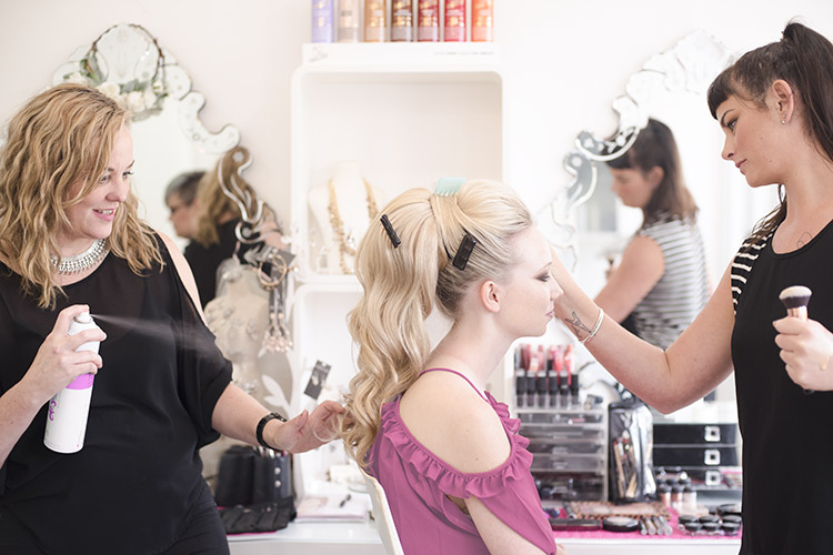 powder-mobile-wedding-makeup.jpg