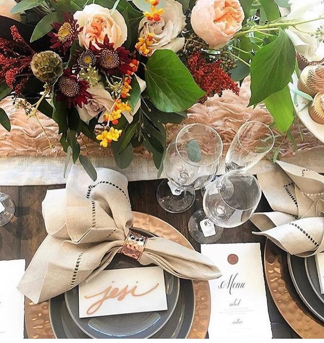 Fall temps have hit Houston and we are loving every bit of it!! Crockpot out, pumpkin candles lit and dreaming up cozy dinner parties like this from the @potterybarn event last year! 😍 🍂 🍁