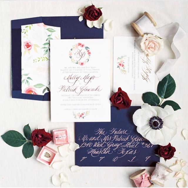 This beauty takes the cake as one of my favorite suites from 2018! Spring & Summer Brides, now is the time to start your invite and calligraphy process! Lets start dreaming up some pretty suites that are sure to wow your guests and set the tone for your big day!