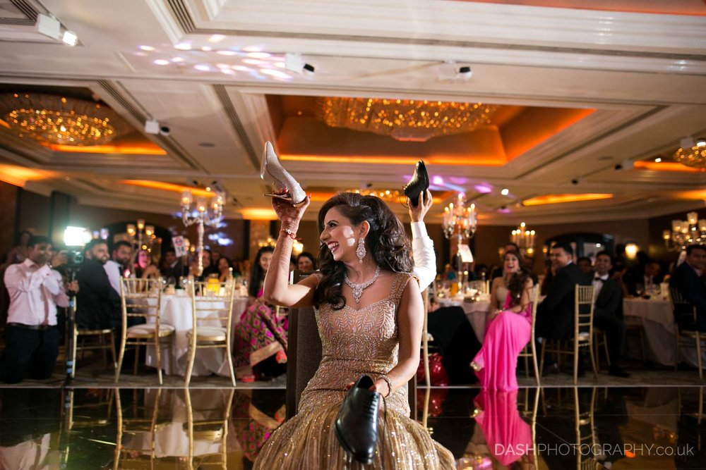 Asian wedding captured by Dash Photography at jumeirah carlton hotel london in summer 2017