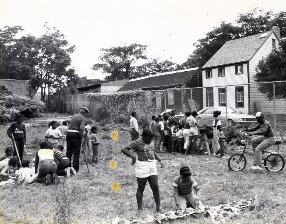 Undated+photograph+of+possible+archeolgy+education+program+at+Weeksville.jpg