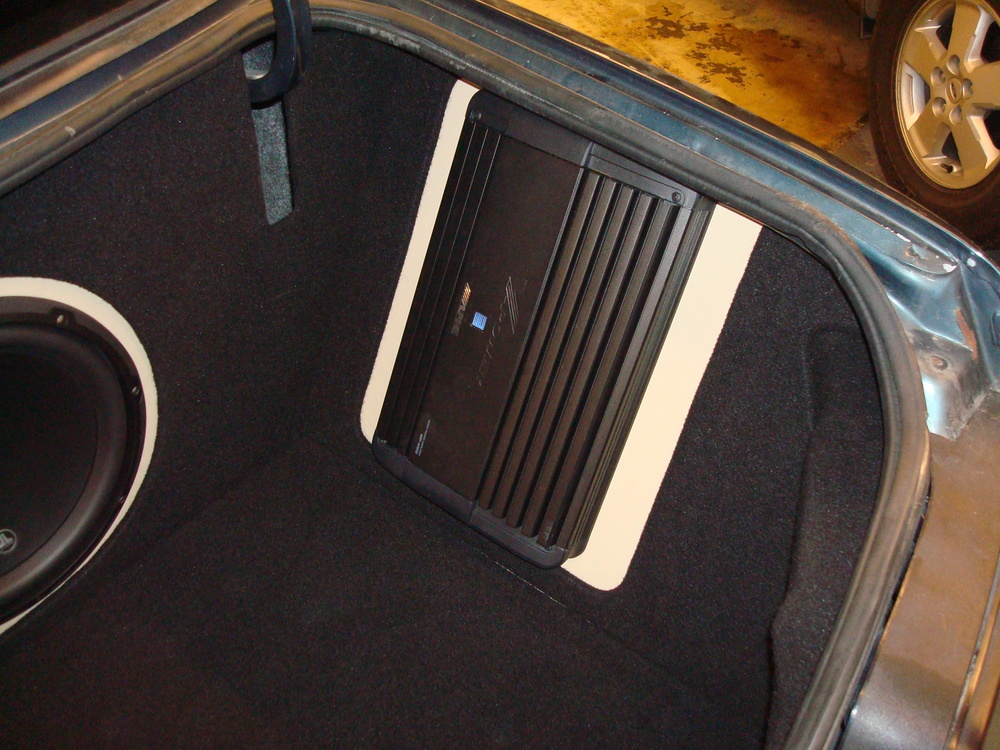 Chevy Impala - Side mounted amp