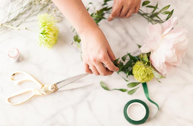 DIY-flower-crown-nate-berkus-target-gold-scissors.jpg