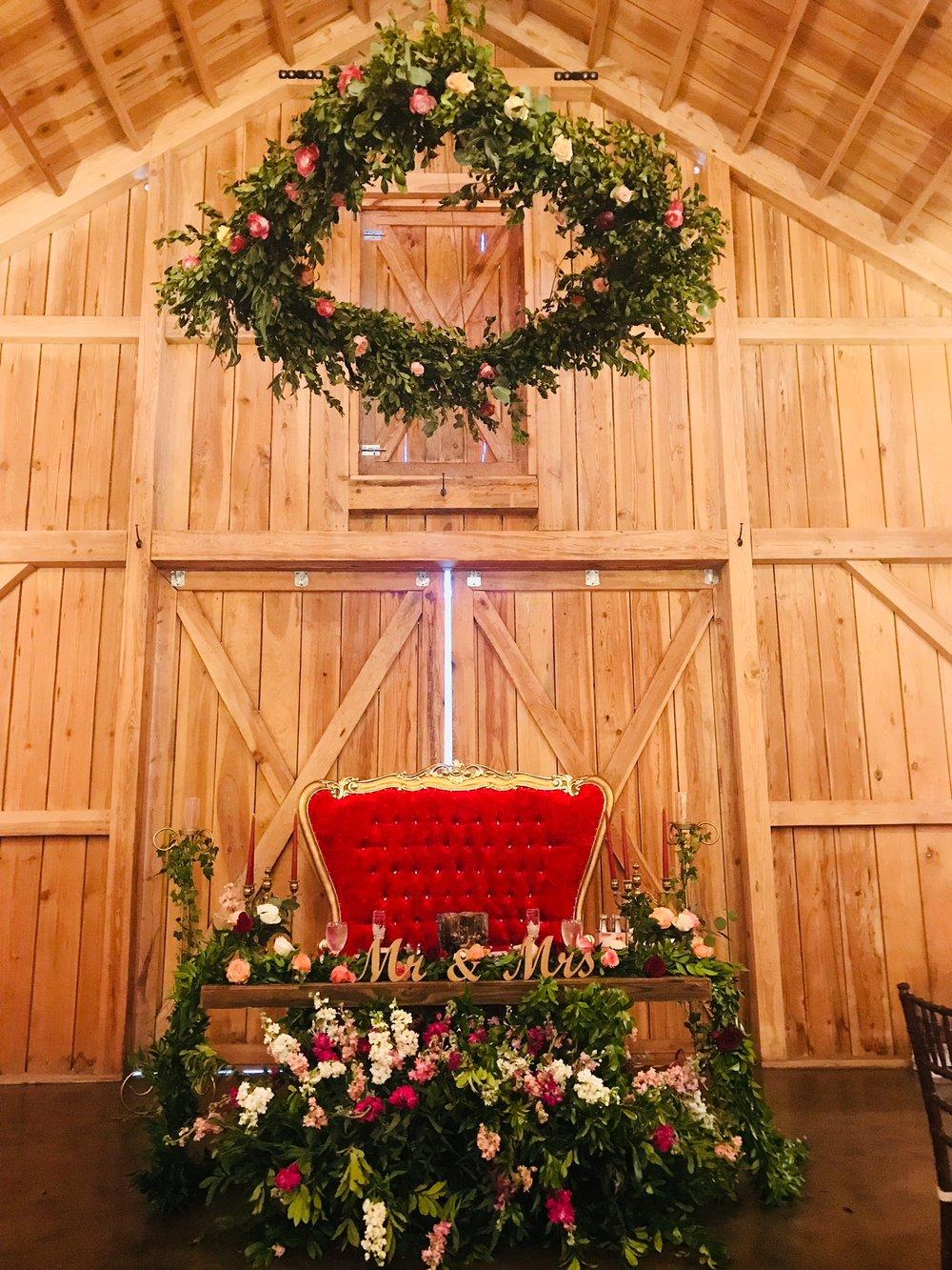 Bridle Oaks Bride Groom Table.jpg