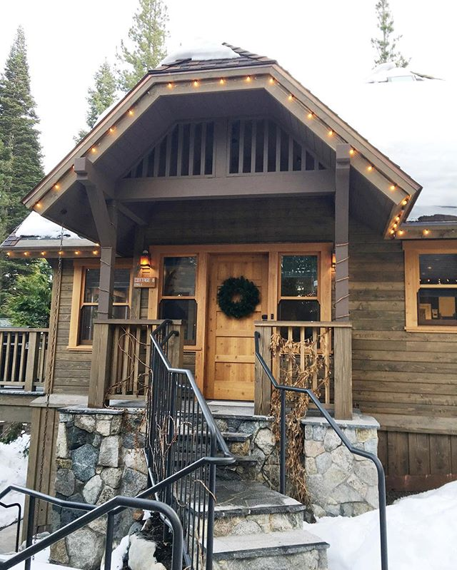 Welcome to your home away from home! #cedarcrestcottages #laketahoe #boutiquehotel #cottage #travel #staywithus
