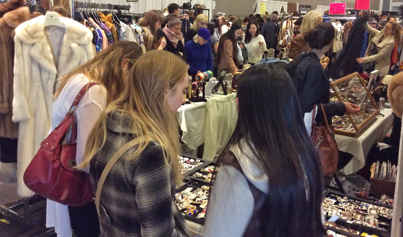 TorontoVintageClothingShow_Booth1.jpg