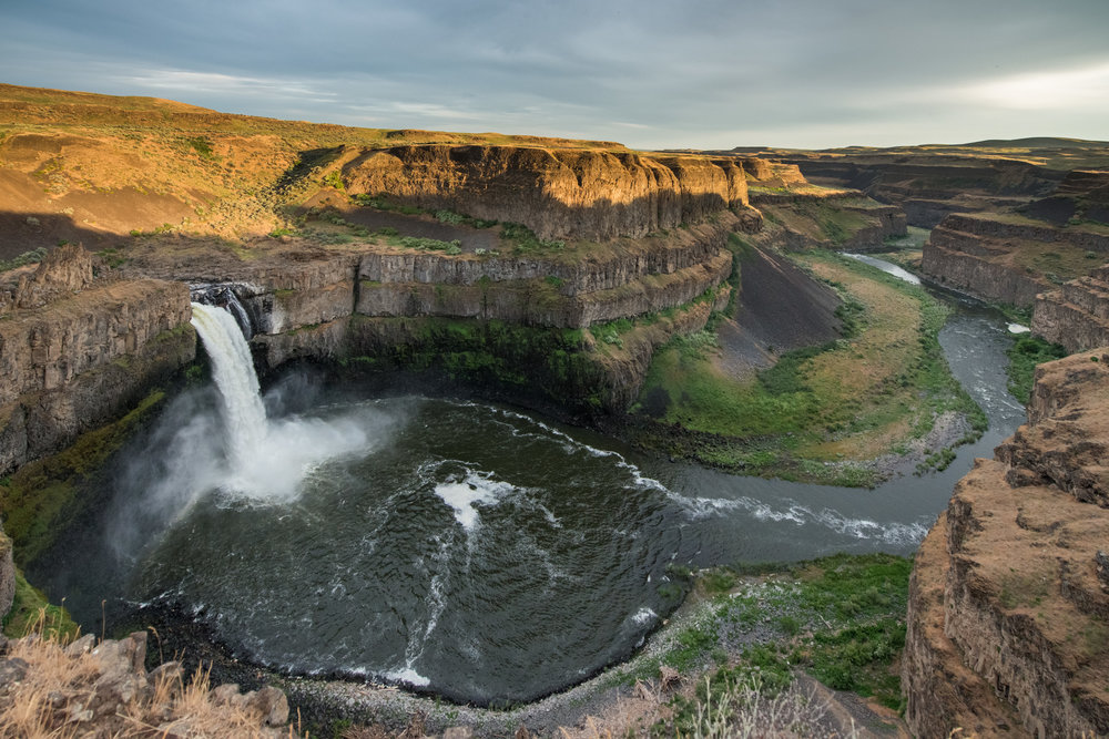 Palouse Falls at Sundown, FRA (WA)  EQ: D800, 714-24mm f/2/8, Tripod   Taken: 6-7-2017 at 18:57   Settings: 14mm, 1/1000s, f/5.6, ISO1600, -1-1/3EV         Conditions: light clouds