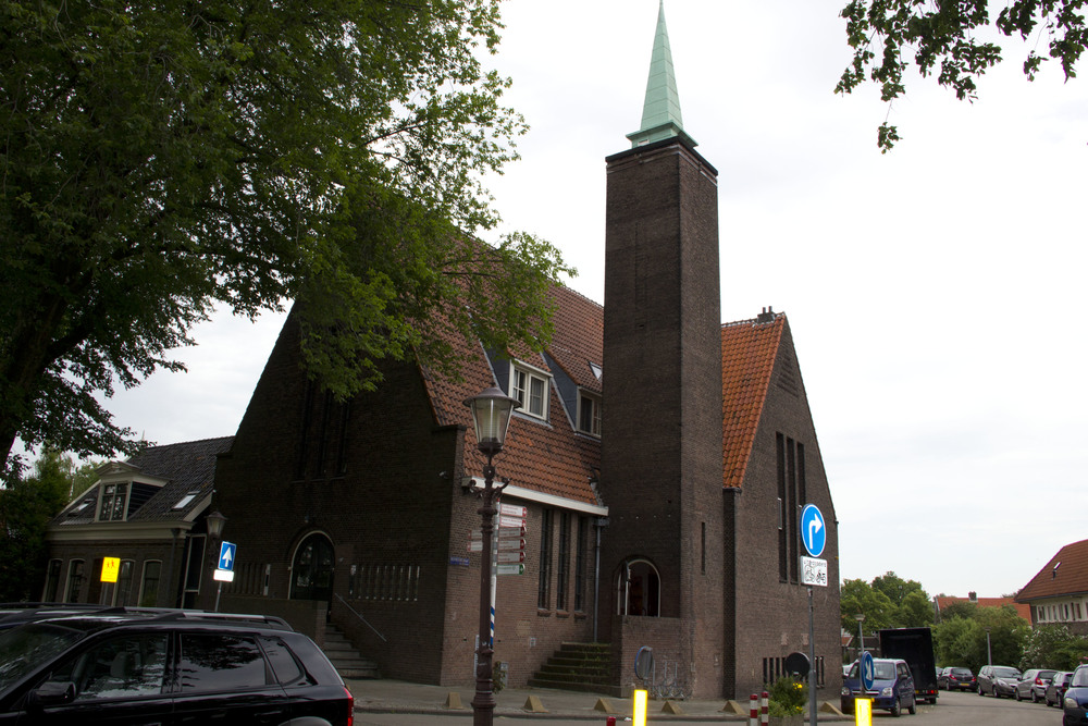 The corporate offices ofVedaxInternationalBVare located in Amsterdam in the former Noach Kerk. This church was renovated under architectural design and supervision in ArtDecostyle. The influence of the famous artist and painterMondriaancan clearly be seen in this beautifully restored  building.