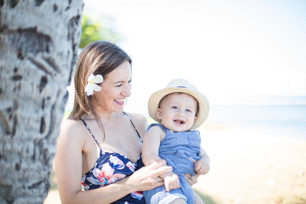 mauifamilyphotographer-mom-baby-aloha