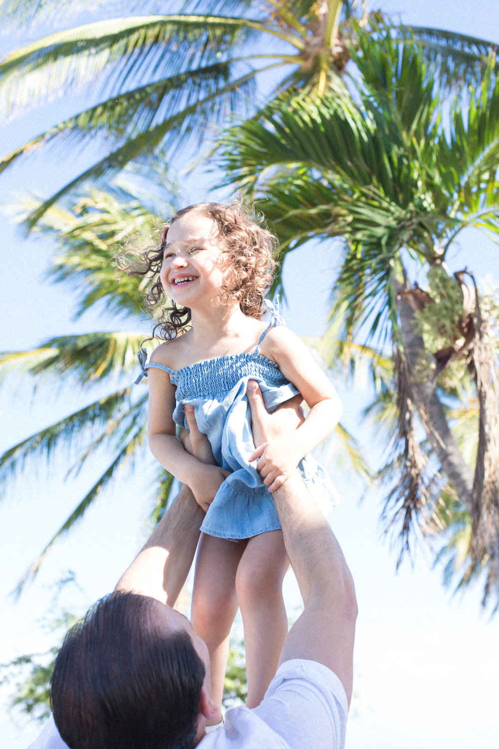 mauifamilyphotographer-dad-daughter-fun-maui-lahaina