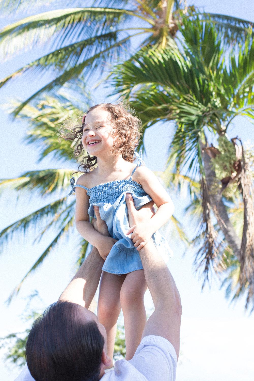 mauifamilyphotographer-dad-daughter-fun-maui-lahaina