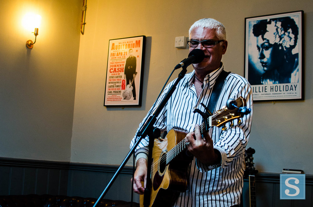 Gary Hall at The Tipsy Pig June 2017-2902.jpg