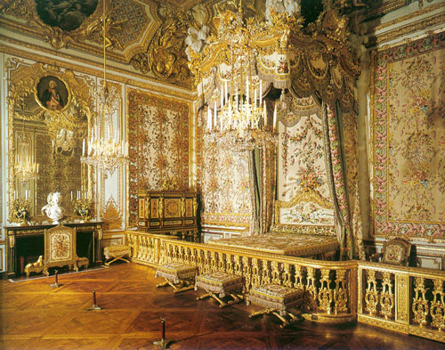 Looking for gold furniture? Try the Palace of Versailles in France. CC BY-SA 3.0, https://commons.wikimedia.org/w/index.php?curid=336157