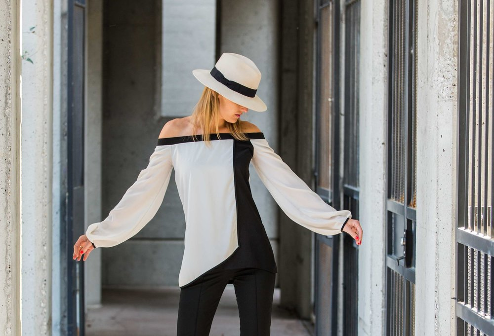On Susanne - Alex Hat | Alana Top