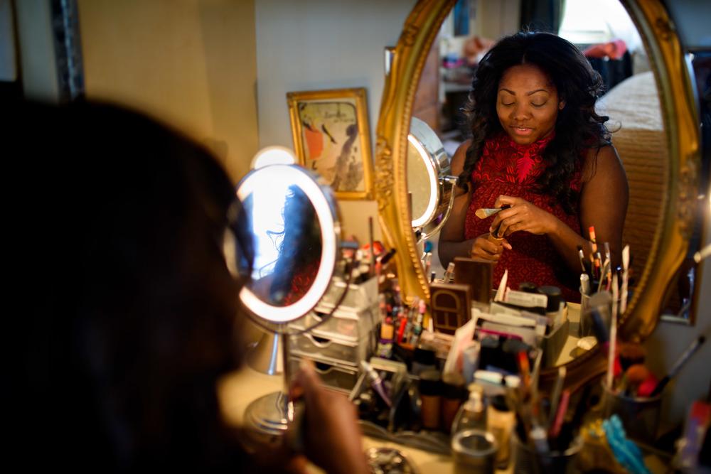Krysty Swann Putting On Makeup In Mirror