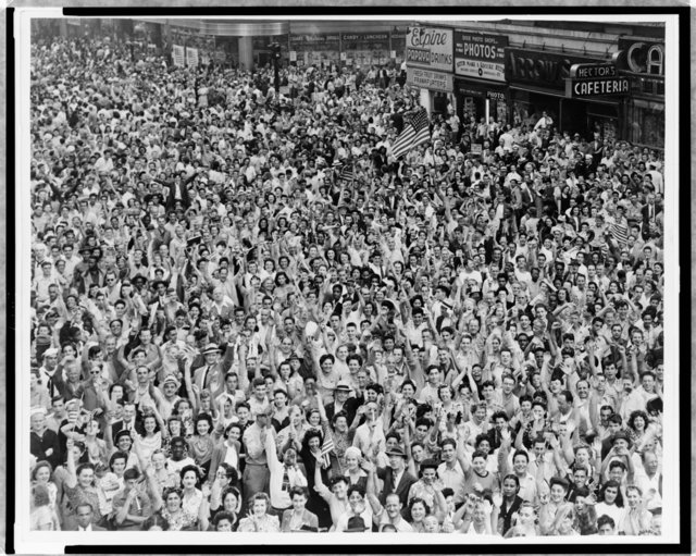 Crowd-of-People-VJ-Day-Times-Square-NYC.jpg