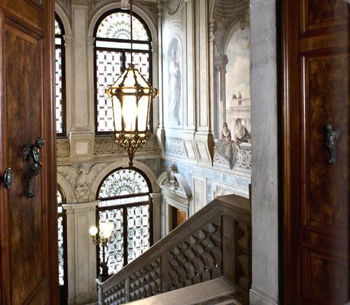 av_grand_stairway12_alb.jpg