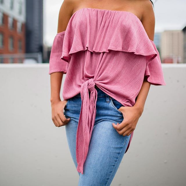 Bare your shoulders to the world, so sexy without showing too much! @likalovefashion