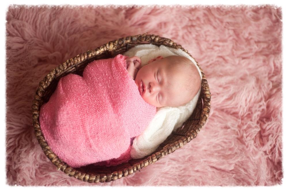 Hannah Newborn-141.jpg