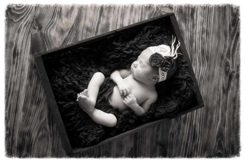 Samantha Newborn-98.jpg