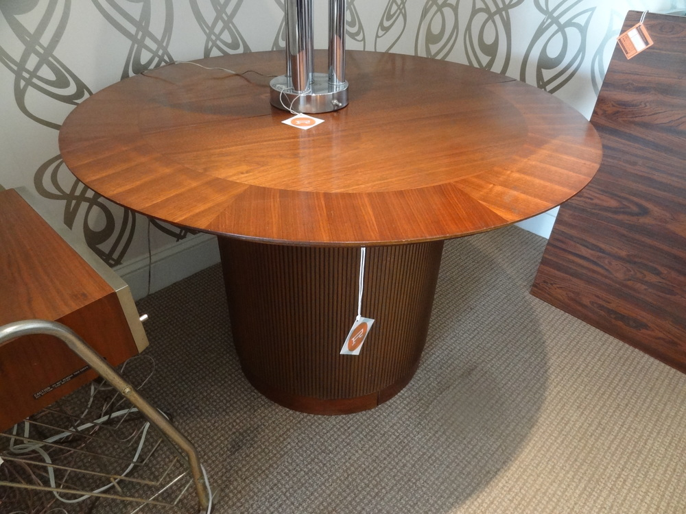 This Lane column dining table is unique in that it can also be used as two side tables.  The wood inlay detail on the tabletop is a great example of Lane furniture.