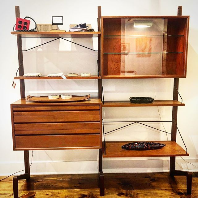 Rare free-standing wall unit attributed to Poul Cadovius. Danish modern goodness locally available in Media, PA. . . . . . #15eaststate #reconsideredhom #visitmediapa #midcenturymodern #cado #wallunit #reconsideredhome #natalierett #exto #conwayelectric