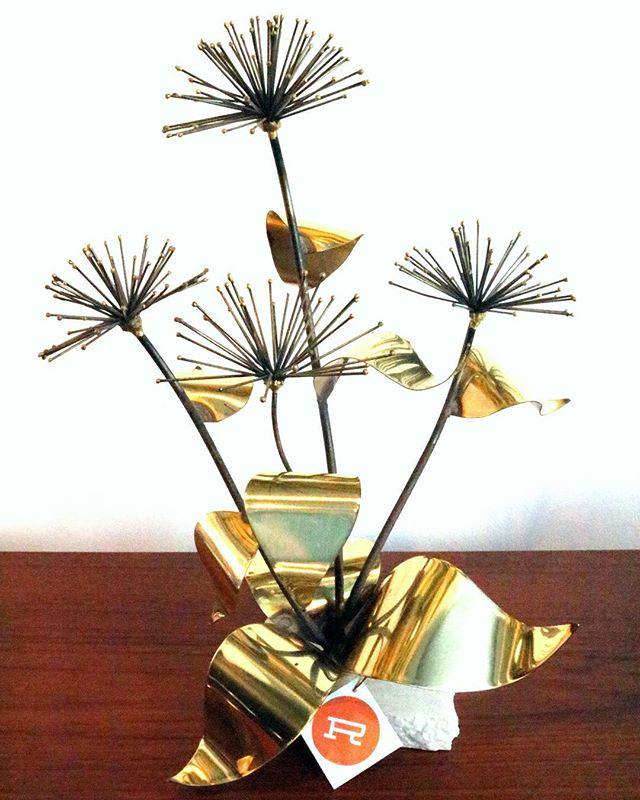 That just-right thing you didn't know you needed: a brutalist flower sculpture. * * * * * #reconsideredhome #15EState #visitmediapa #moderndesign  #midcenturymodern #mcm #vintagelovers #homedecor  #homedesign #modernfurniture #homedecor #designlovers #designaddict  #phillyvintage #phillymidcenturymodern #phillymcm #phillyhomedecor #moderndesignlovers #midcenturymodhome #vintagefinds #vintagestyle #vintagehome