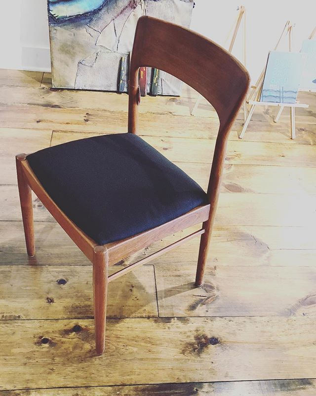 Set of 4 Danish dining chairs with black tweed upholstery. #shopsmall #storeclosing #dec2 11-4 #15eaststate