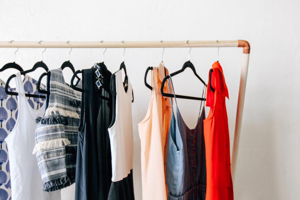 DIY Leaning Garment Rack | DesignComb