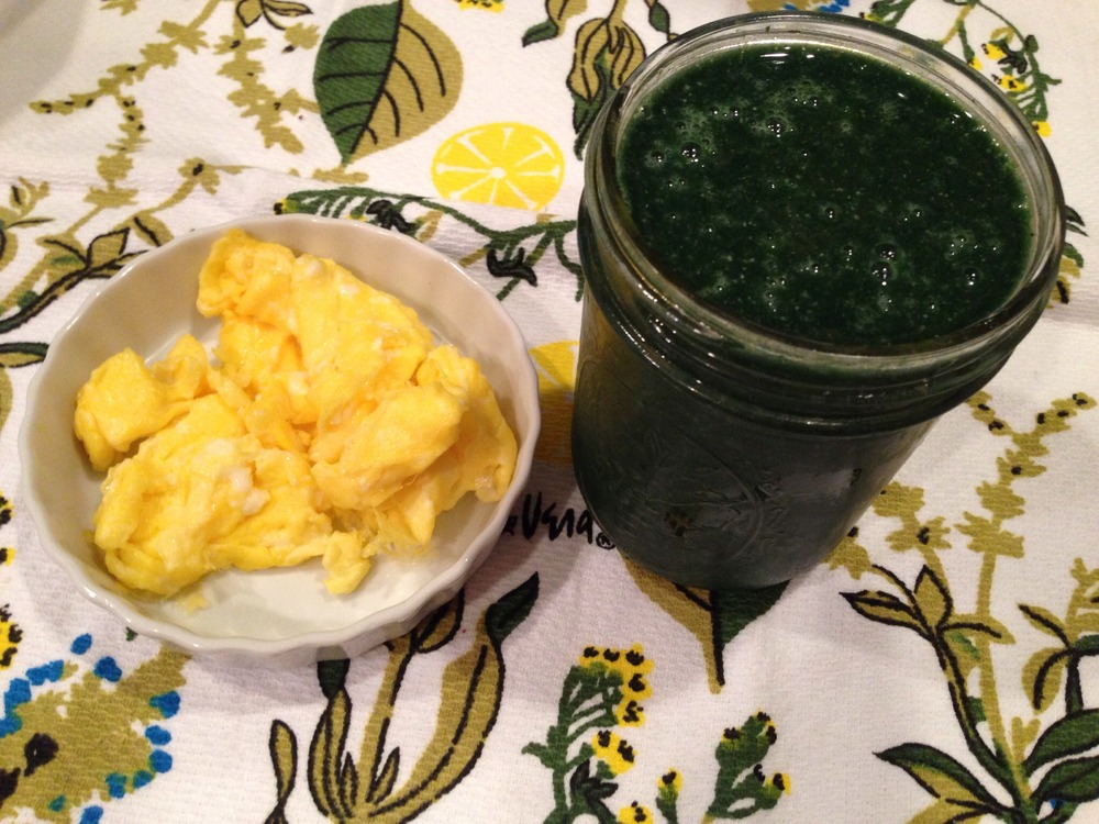 Green Smoothie & Eggs
