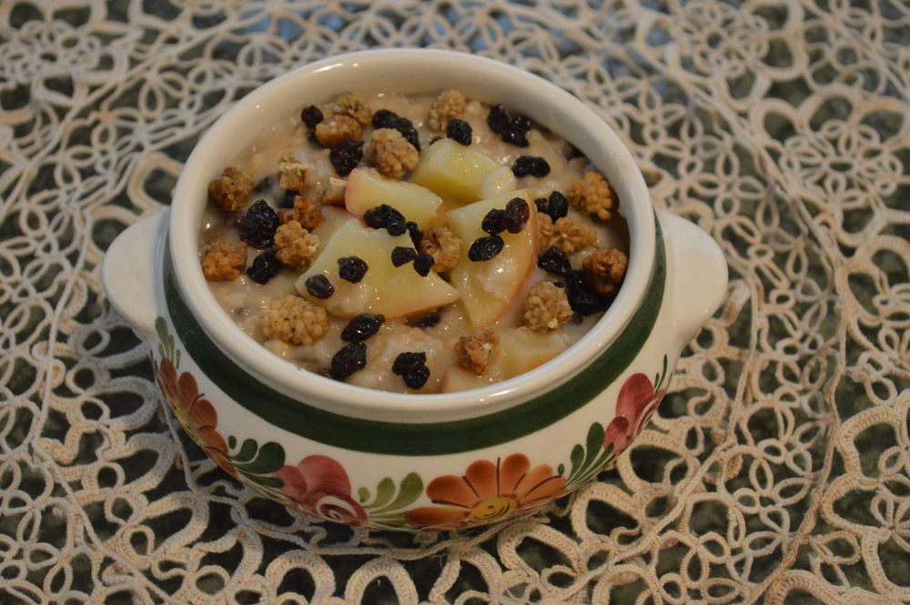 Apple, Currants + Mulberry Berries Oatmeal